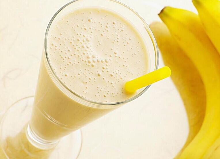 喝香蕉奶昔的好处全源自于奇亚籽纤维粉这种奶昔制作食材.